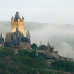 Burg Cochem im Frühnebel