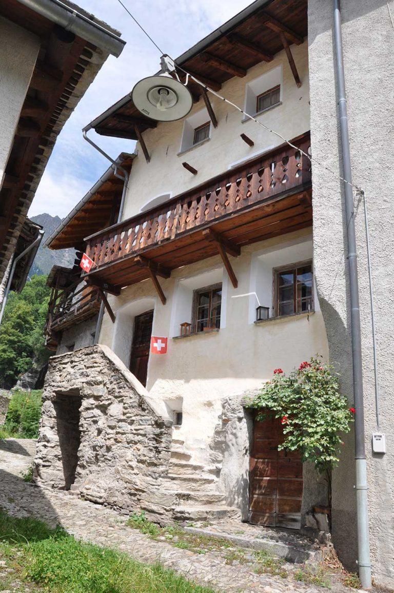 Bergell Ferienhaus CASA 151 Straßenansicht